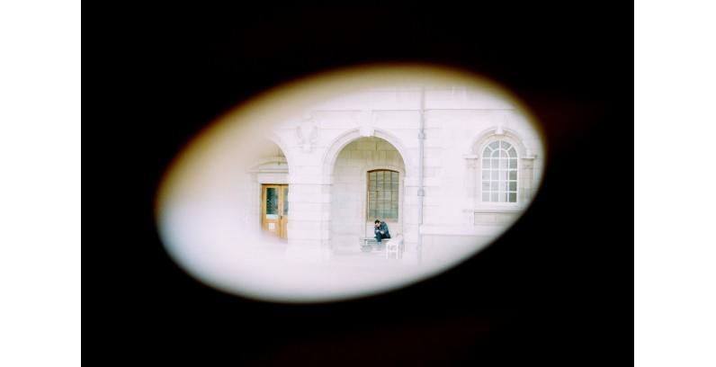 Camere ascunse în hoteluri - cum le detectăm?